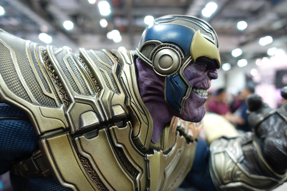 Premium Collectibles : Thanos and Lady Death 392kme