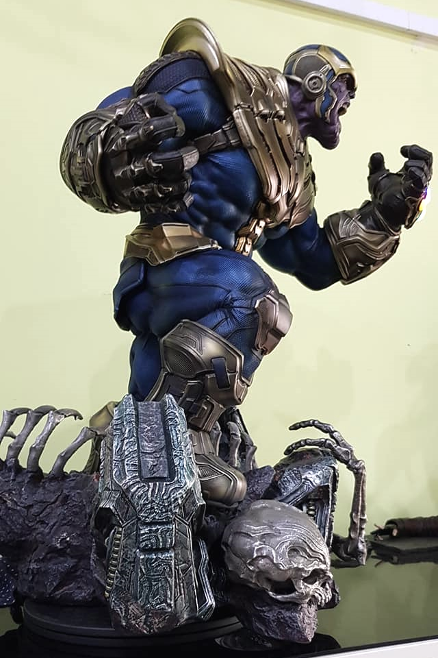 Premium Collectibles : Thanos and Lady Death 3vzjt7