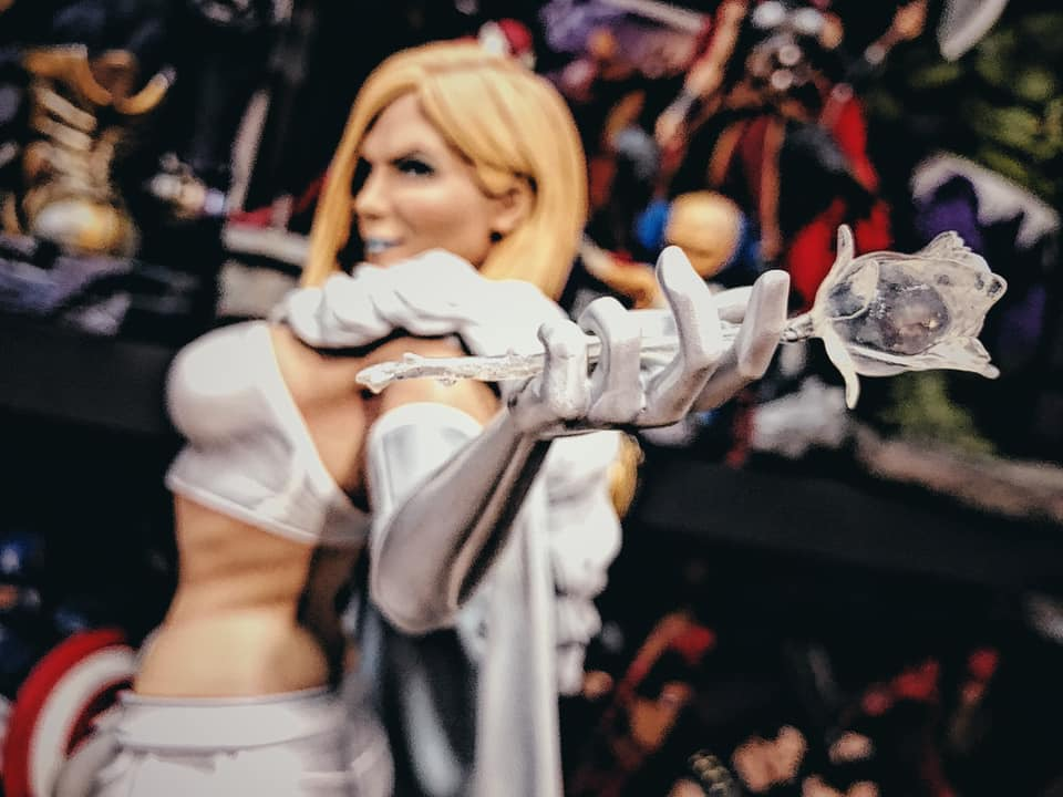 Premium Collectibles : Emma Frost 3xok9b
