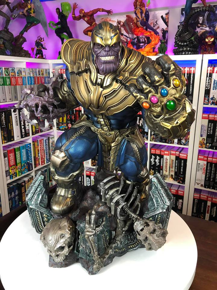 Premium Collectibles : Thanos and Lady Death 3yejco
