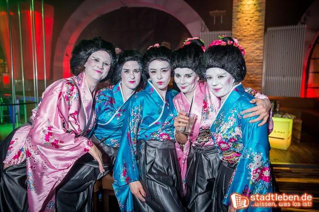 Eine Gruppe Geishas