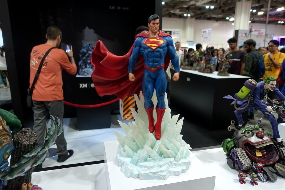 Premium Collectibles : JLA Superman 1/6**   40uqk97