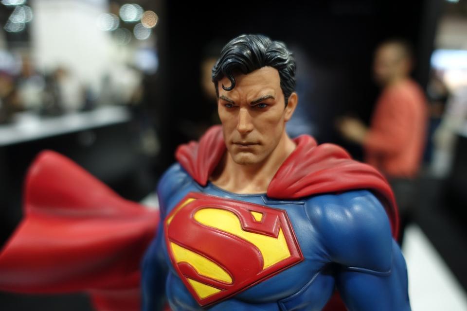 Premium Collectibles : JLA Superman 1/6**   41wxj35