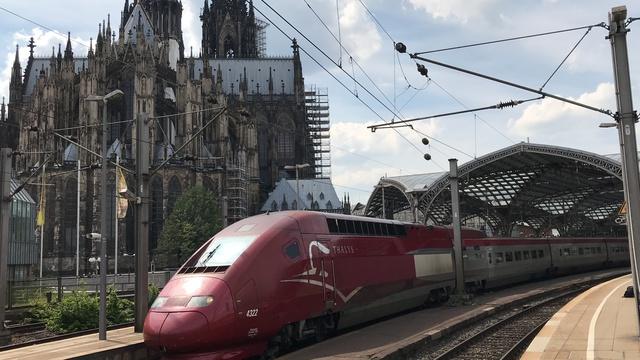 4322 THA9437 Ausfahrt Köln Hbf