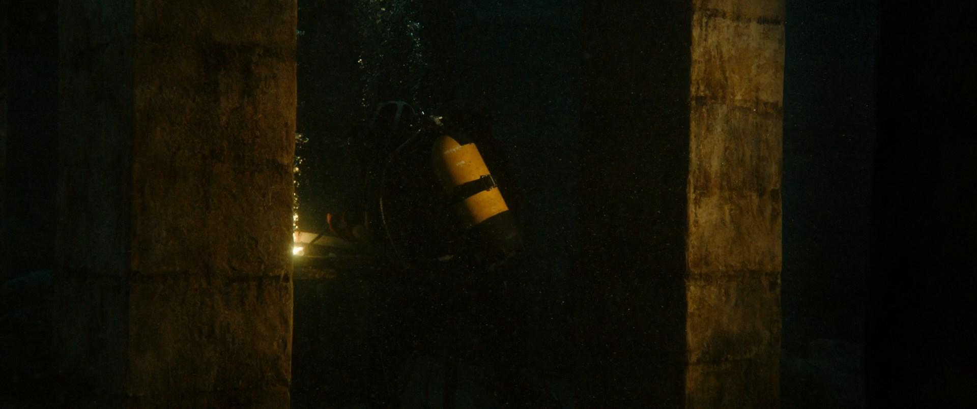 [Resim: 47.meters.down.uncagerpkz6.jpg]