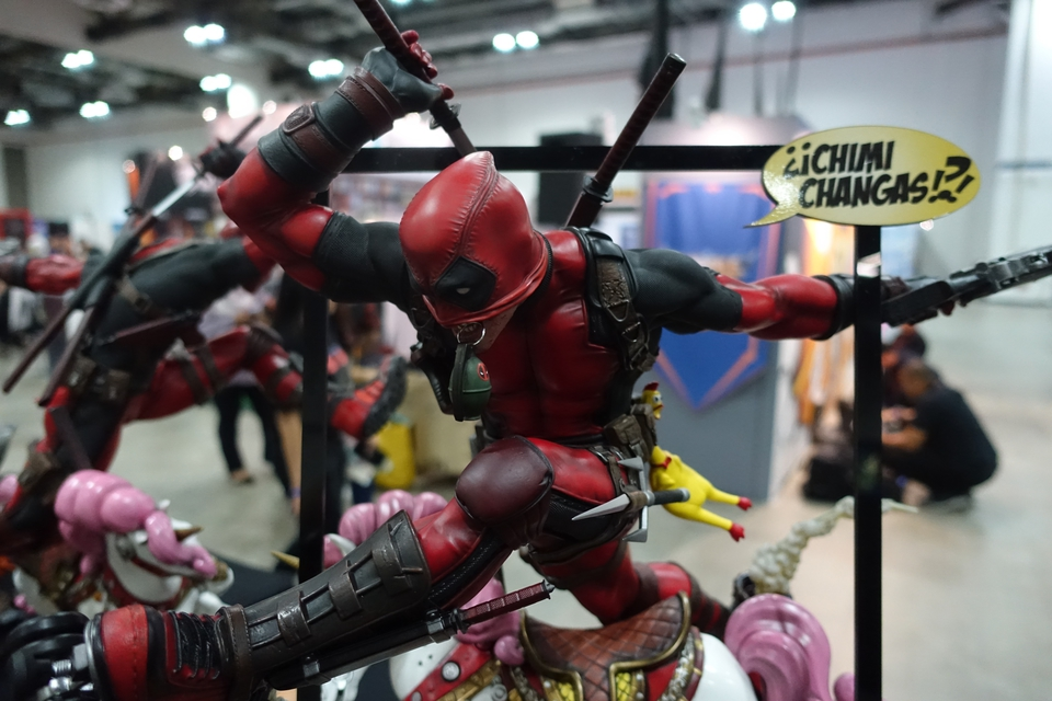 Premium Collectibles : DeadPool ** 49tk7m