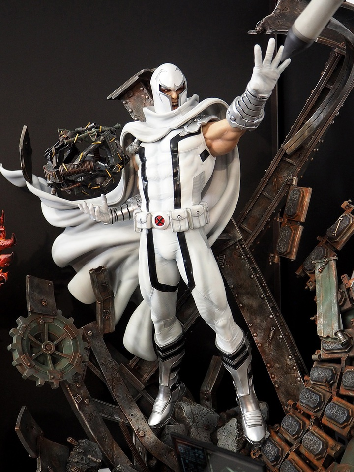 Premium Collectibles : Magneto White Version 4aws7o
