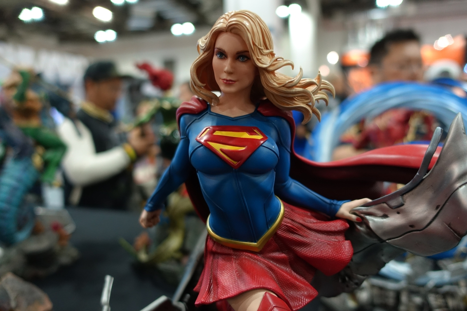 Premium Collectibles : Supergirl 1/6  4awtj0z