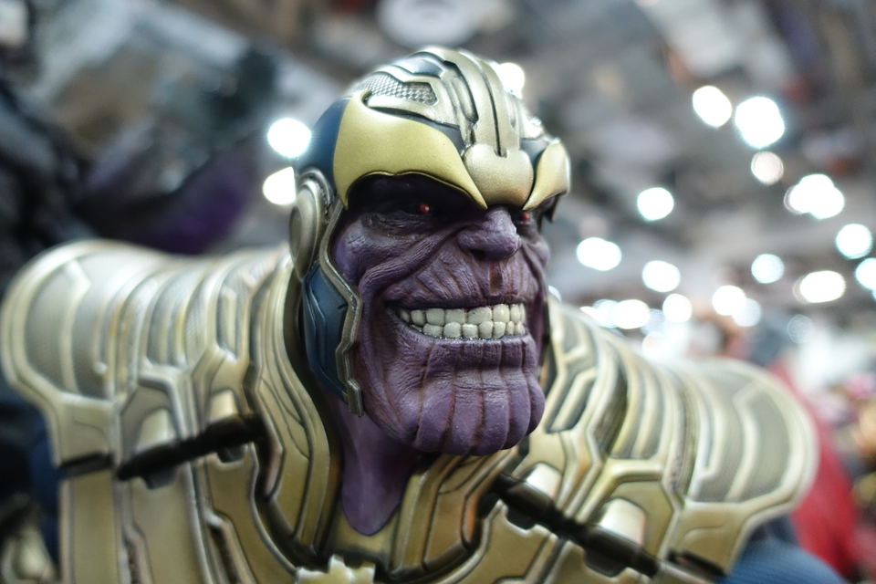 Premium Collectibles : Thanos and Lady Death 4c3jv3