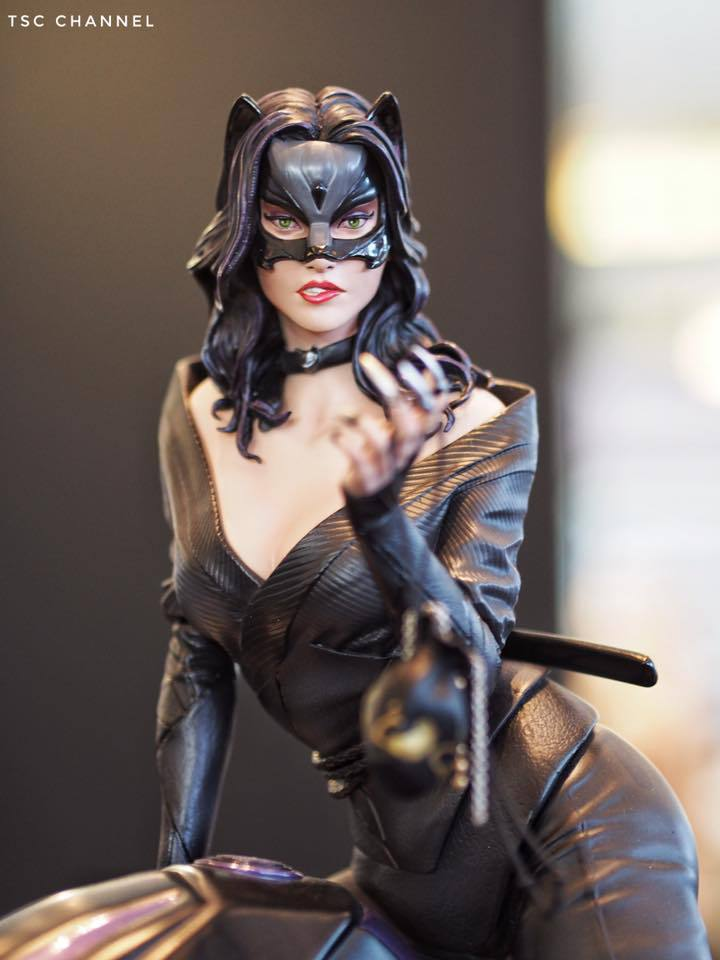 Premium Collectibles : Catwoman - Page 3 4fpu2w