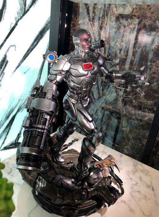 Premium Collectibles : JLA Cyborg 1/6**   4g6jj6