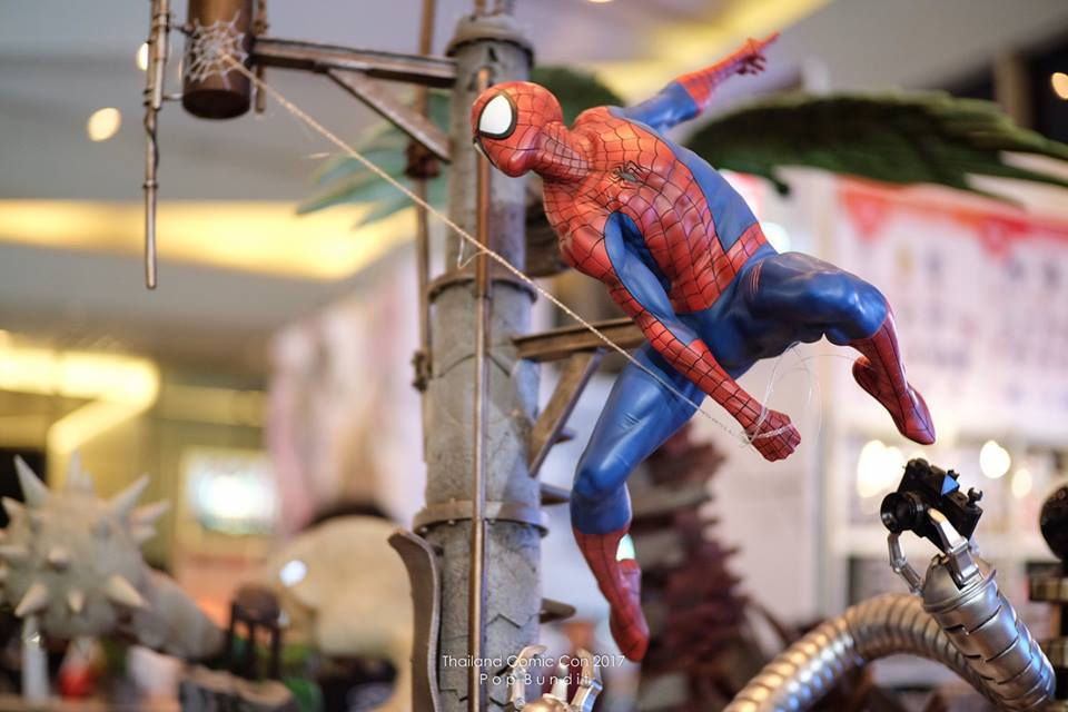 Premium Collectibles : Spiderman** 4j5u7d