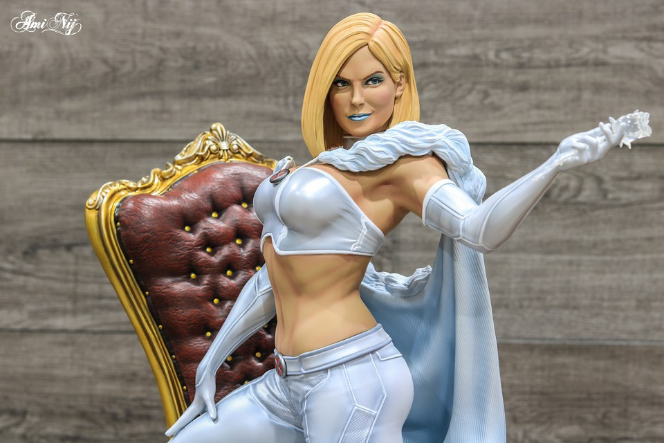 Premium Collectibles : Emma Frost 4ktkk1