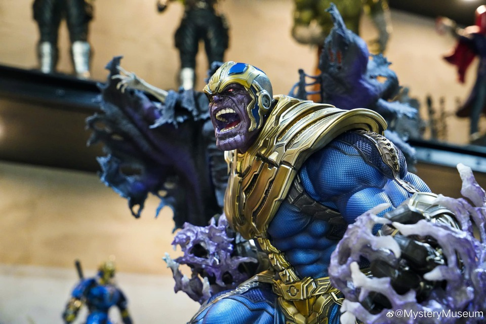 Premium Collectibles : Thanos and Lady Death 4l0k69