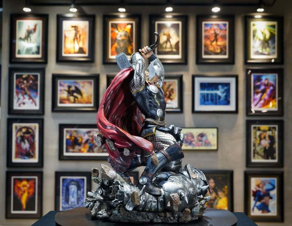 Premium Collectibles : Modern Thor 4m5j0w