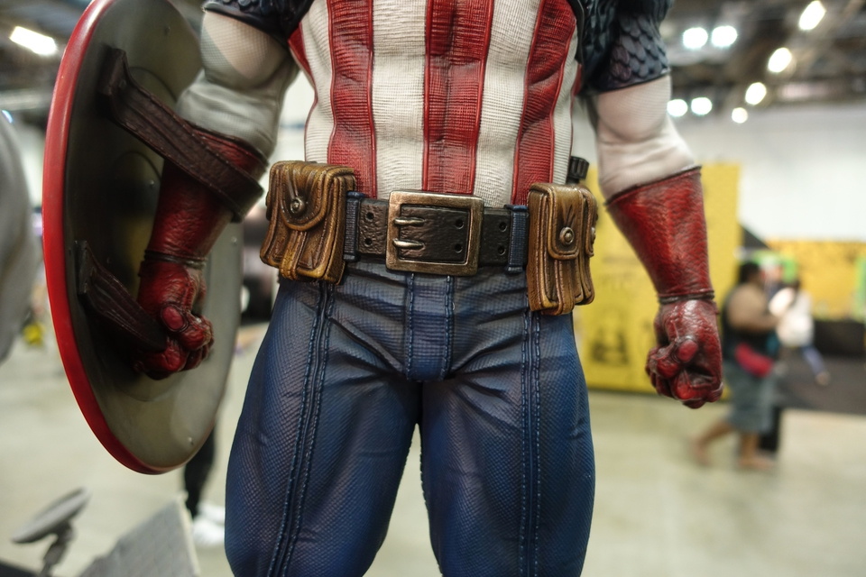 Premium Collectibles : Captain America 1/3 4r8j7g