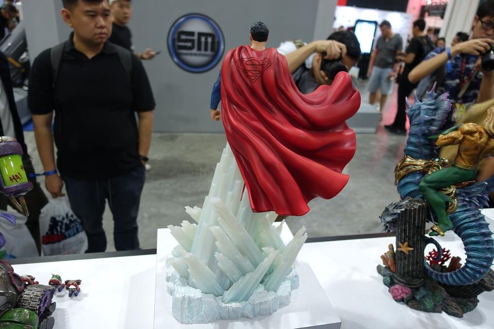 Premium Collectibles : JLA Superman 1/6**   52i4kjx