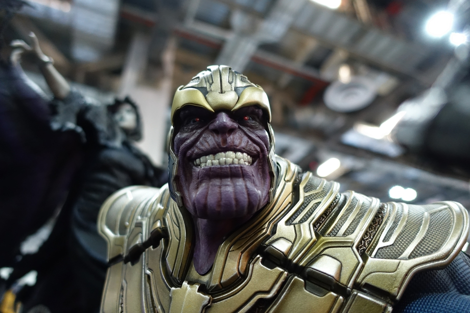 Premium Collectibles : Thanos and Lady Death 57rkp2