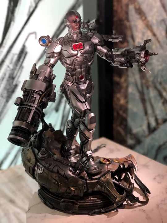 Premium Collectibles : JLA Cyborg 1/6**   57ujjr