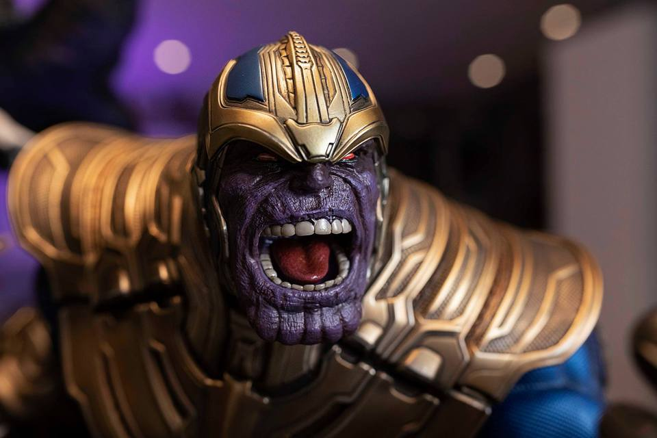 Premium Collectibles : Thanos and Lady Death 61ljcu