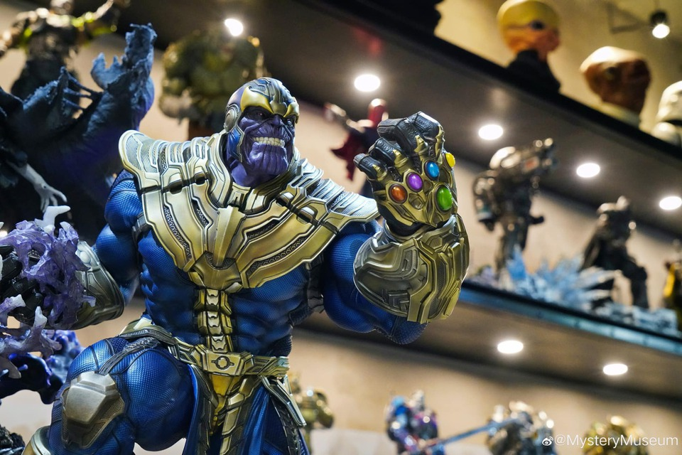 Premium Collectibles : Thanos and Lady Death 62sjs5
