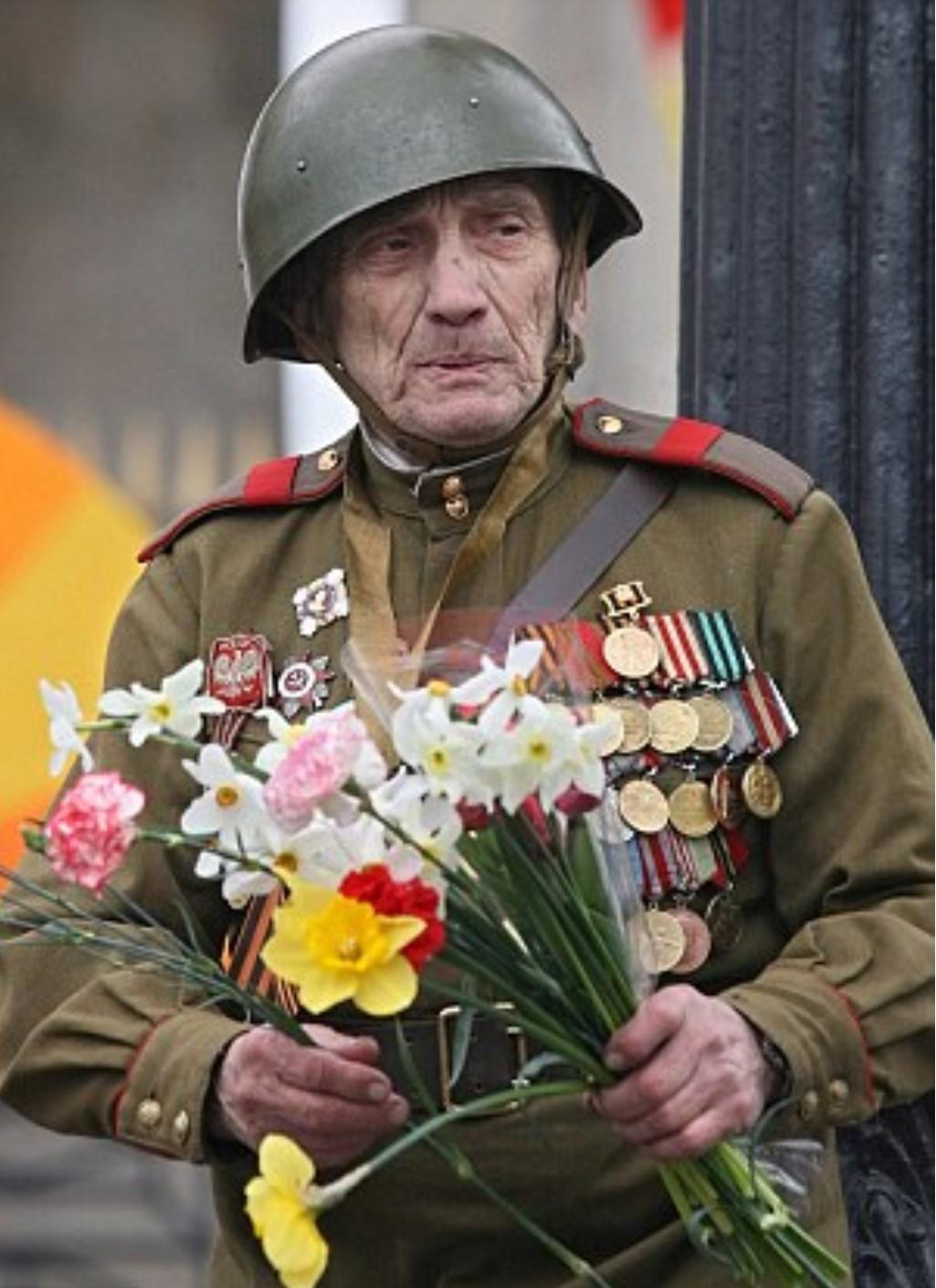 Vétéran au jour de la victoire - Page 3 65_68ckko