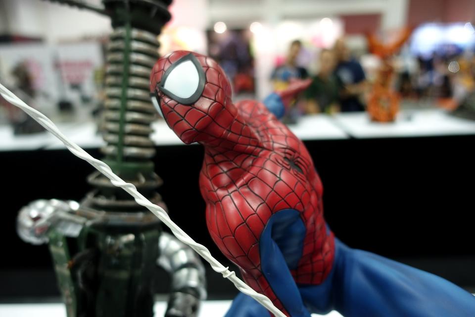Premium Collectibles : Spiderman** 65nc5e