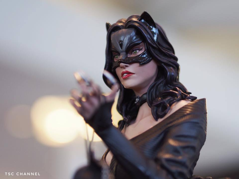 Premium Collectibles : Catwoman - Page 3 69xu5o
