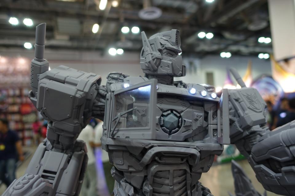 Premium Collectibles : Transformers - Nemesis Prime (G1) 71gkhr