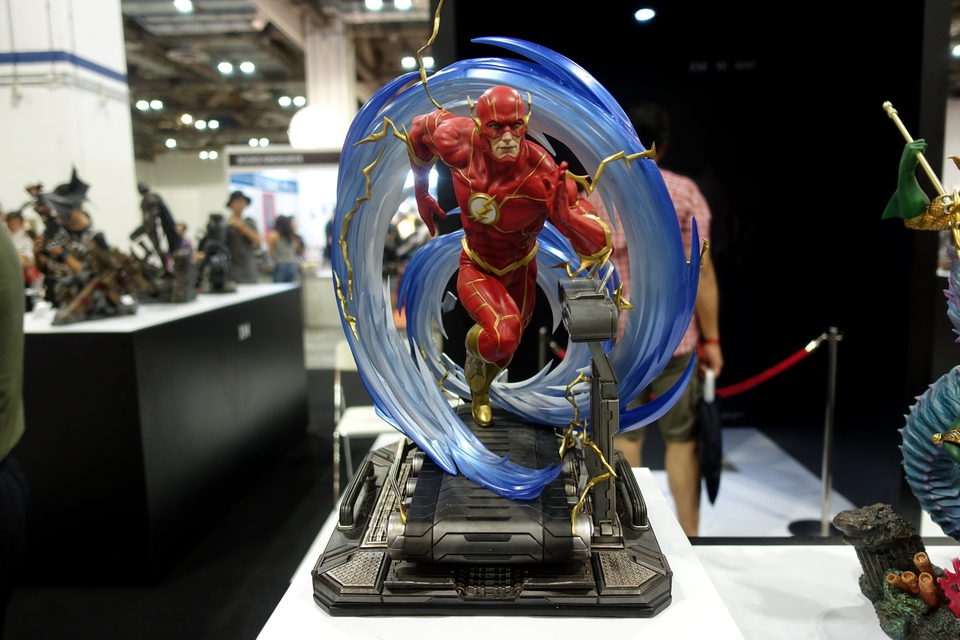 Premium Collectibles : JLA Flash 1/6**   71kej18