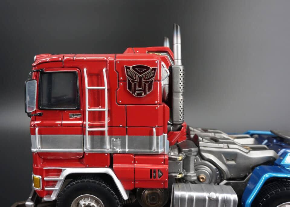 Premium Collectibles : Transformers - Optimus Prime (G1) - Page 2 74938751_136365323712f4k0o