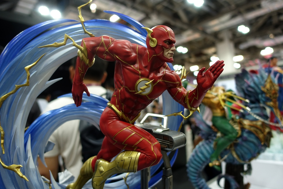 Premium Collectibles : JLA Flash 1/6**   74baj5g