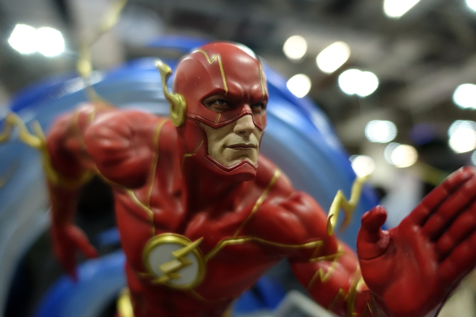 Premium Collectibles : JLA Flash 1/6**   75hxkzj