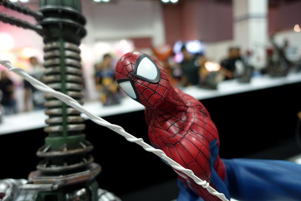 Premium Collectibles : Spiderman** 765fbu