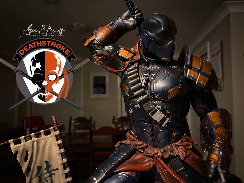 Premium Collectibles : Deathstroke** 77094406_239107402446j2jei