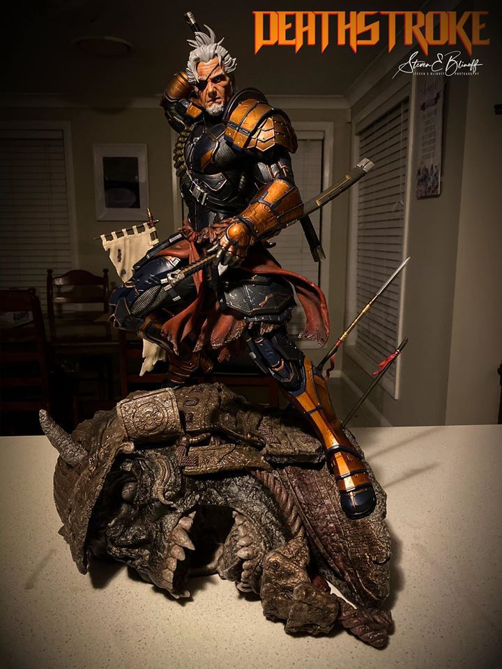 Premium Collectibles : Deathstroke** 77209306_239107381780pjjqb