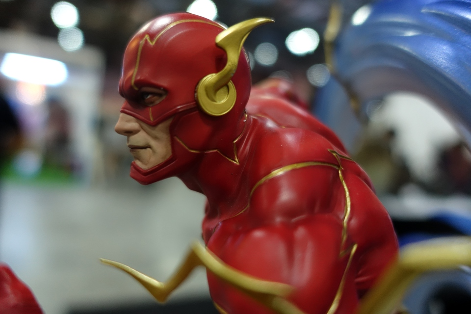 Premium Collectibles : JLA Flash 1/6**   77e9kg0