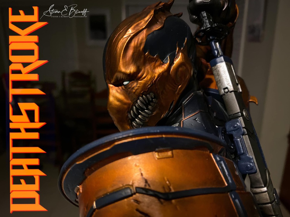 Premium Collectibles : Deathstroke** 78342498_239107370113vejye