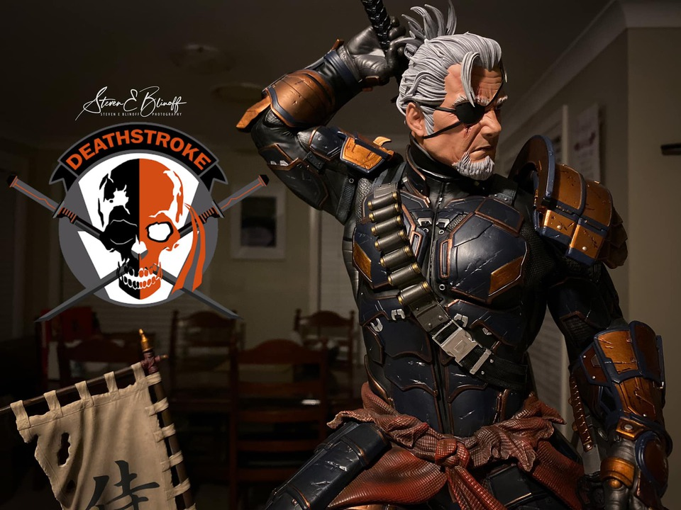 Premium Collectibles : Deathstroke** 78782677_239107399780ipkcz