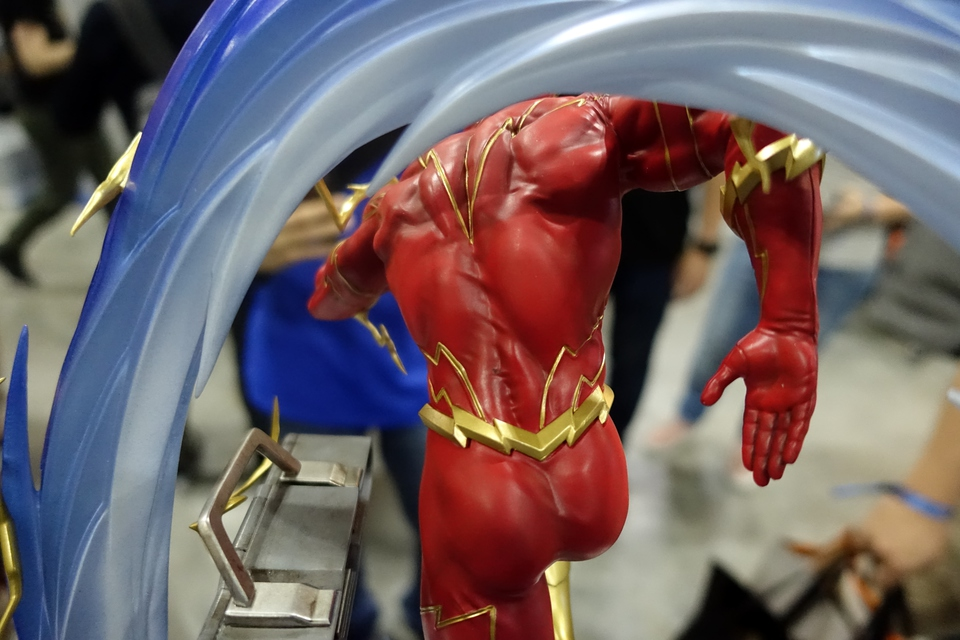Premium Collectibles : JLA Flash 1/6**   79m8kh6