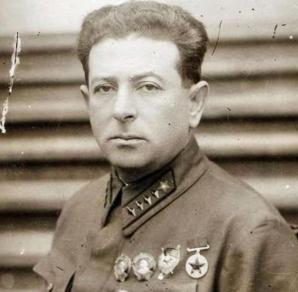 Konstantin M. Simonow 7_8wlk25