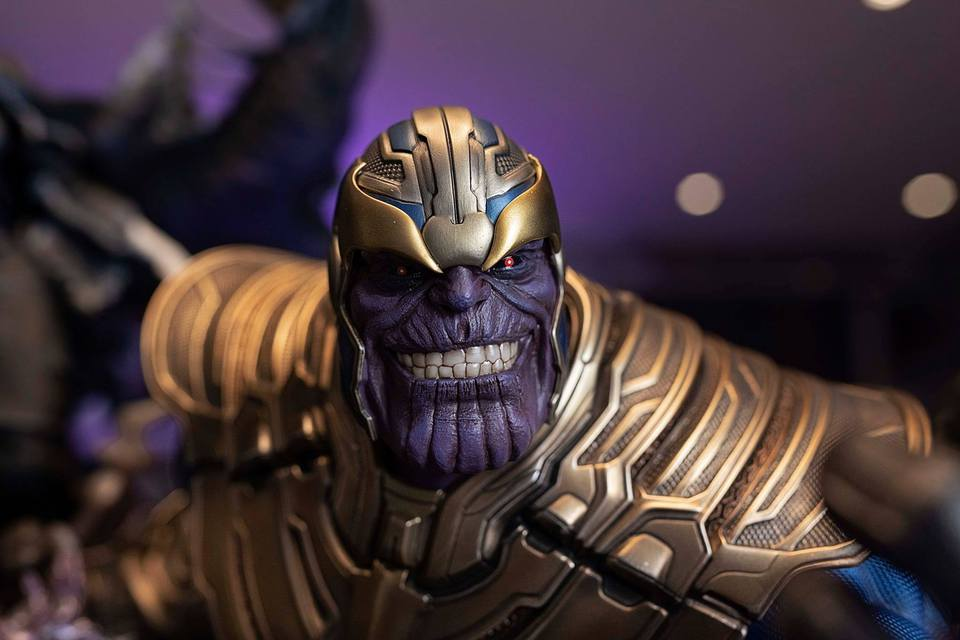 Premium Collectibles : Thanos and Lady Death 7jkjkh