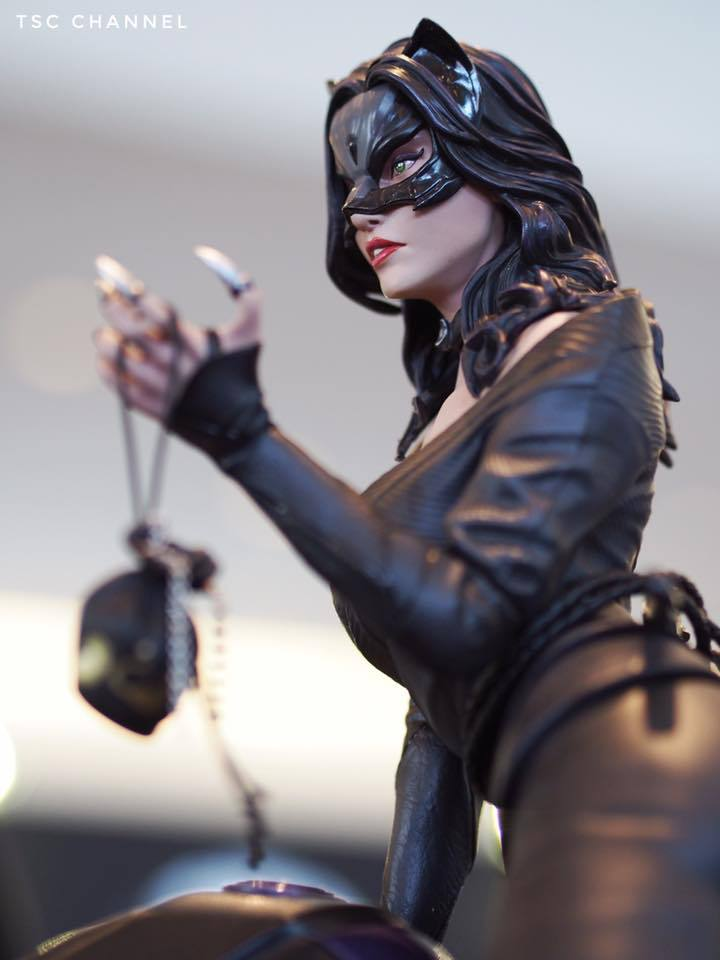 Premium Collectibles : Catwoman - Page 3 8acubd