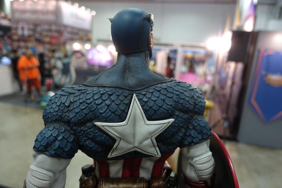 Premium Collectibles : Captain America 1/3 8dwjn1