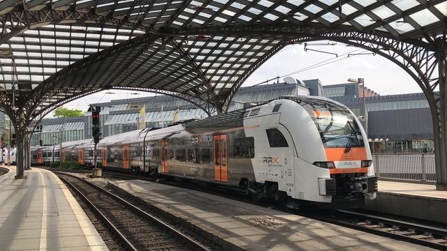 94 80 0462 123-1 D-SDEHC RE 5 RE 75858 Köln Hbf