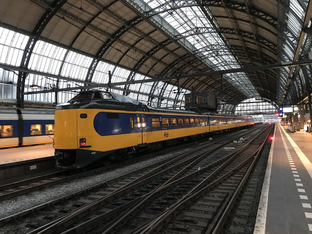 94 84 4 390 225-9 IC 2665 Amsterdam Centraal