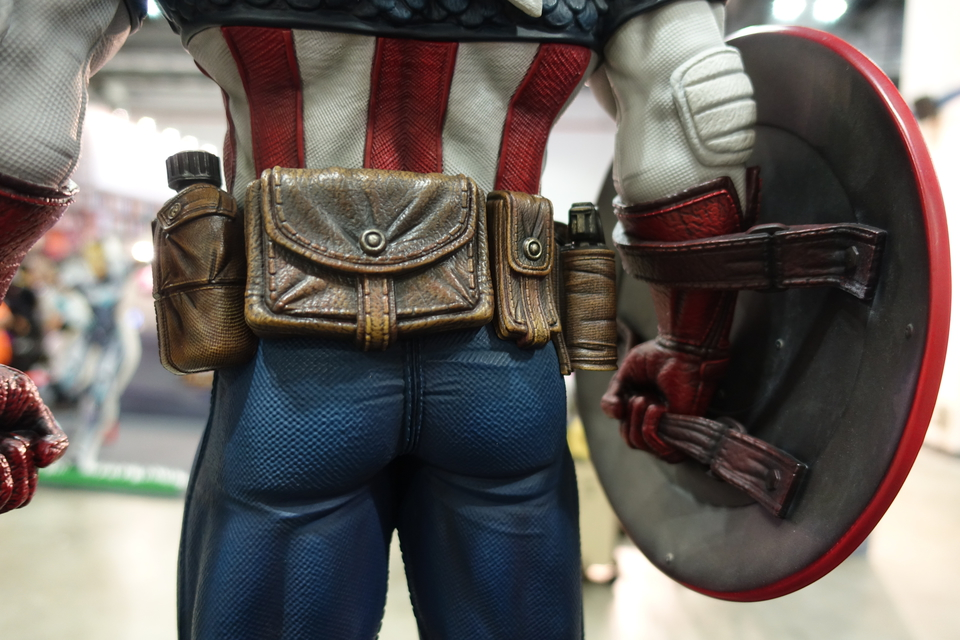 Premium Collectibles : Captain America 1/3 9g2kqk