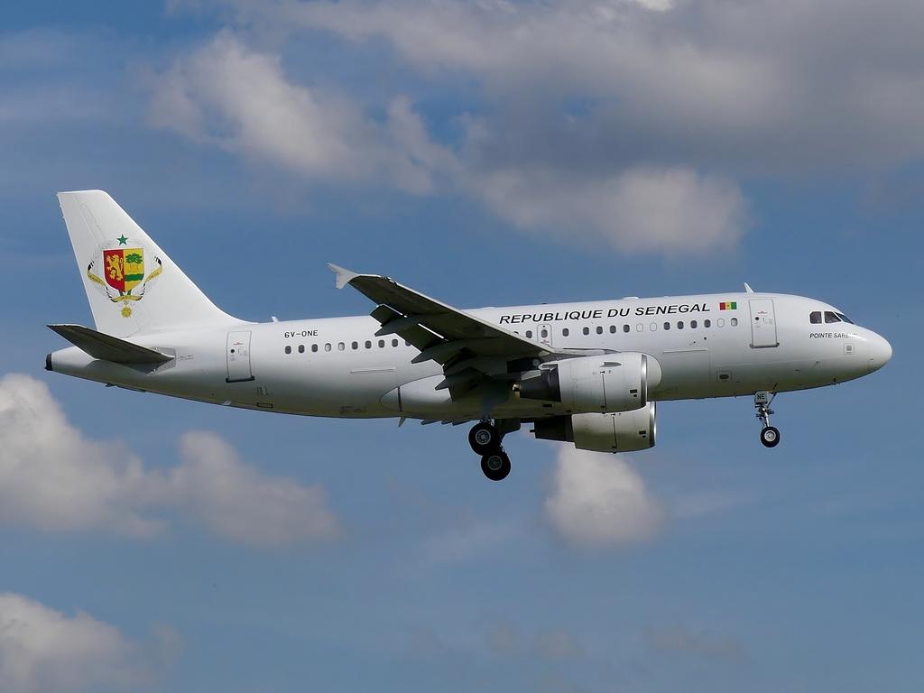 [Bild: airbusa319-100cjrepubeqyv6.jpg]