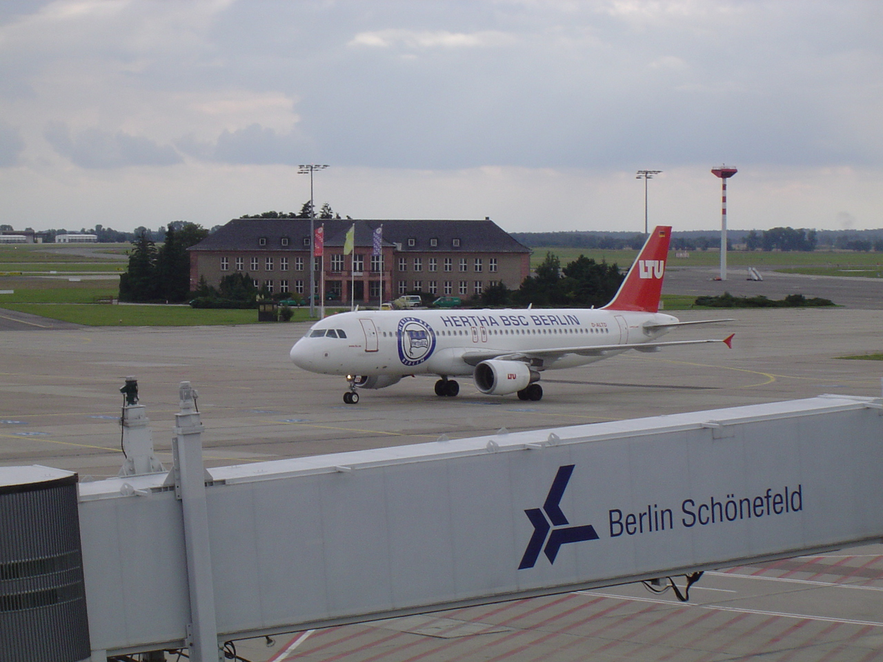 airbusa320ltuherthabs33kvj.jpg