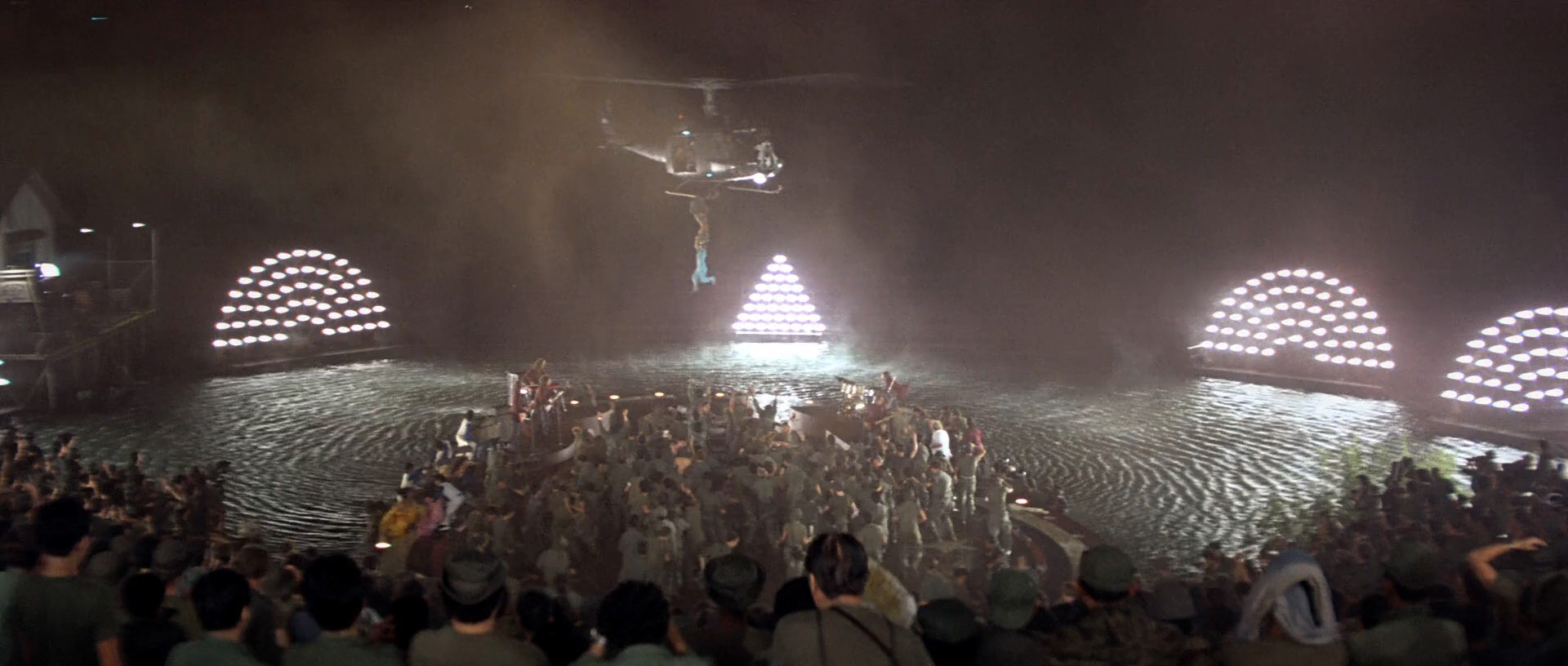 [Resim: apocalypse.now.1979.1yaktf.jpg]